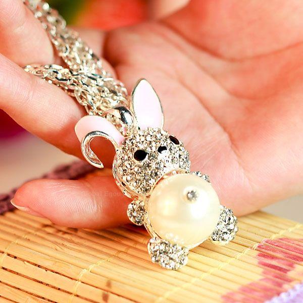 Stylish Inlaid Diamond and Pearl Tummy Rabbit Pendant Necklace
