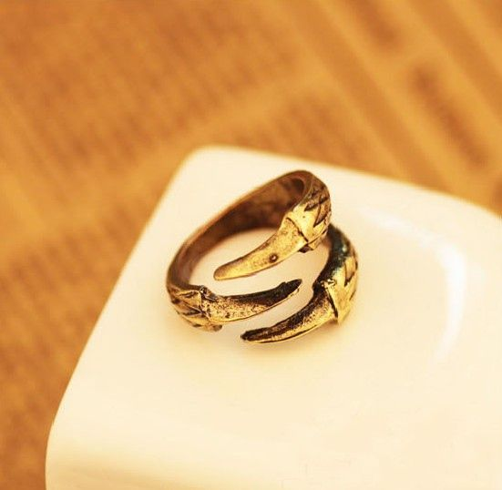 Retro Style Eagle Claw Shape Alloy Women's Finger Ring
