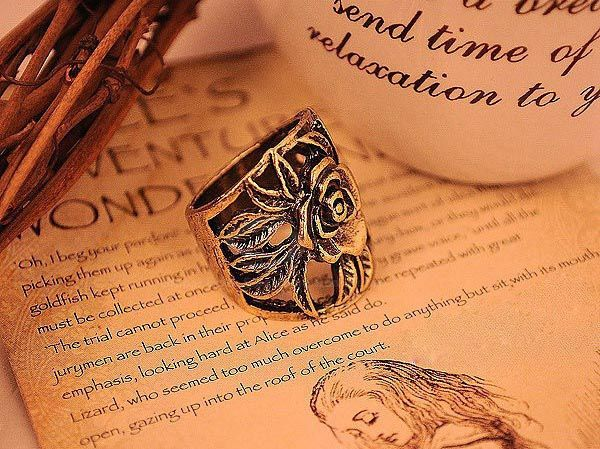 Retro Style Engraving Rose Shape Finger Ring