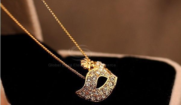 Masque Shape Rhinestone Flower Inlaid Pendant Necklace