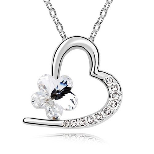 Chic Rhinestoned Flower Decorated Heart Pendant Women's Necklace