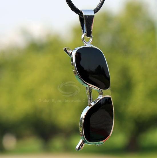 Eyeglass Shape Pendant Necklace