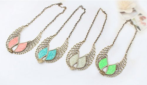 Retro Style Angel Wing Shape Necklace