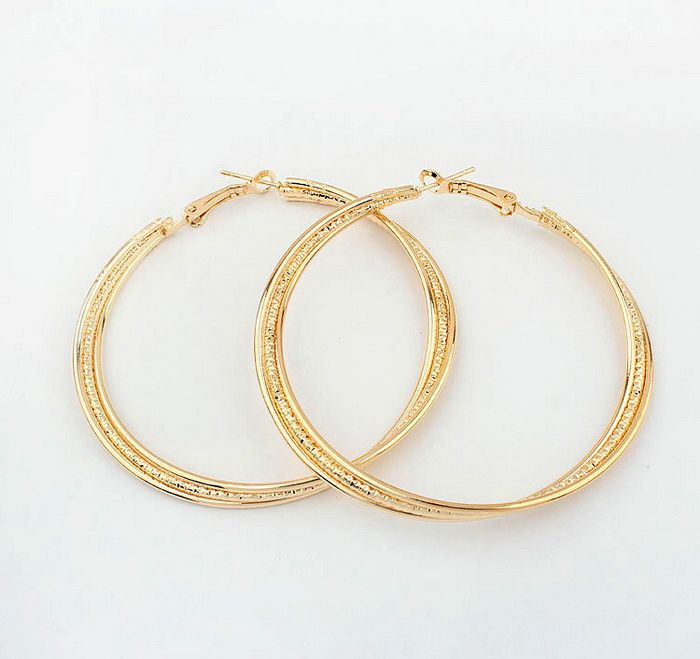Pair of Figured Round Pendant Alloy Earrings