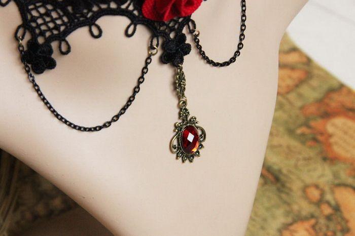 Retro Faux Gem Flower Decorated Necklace
