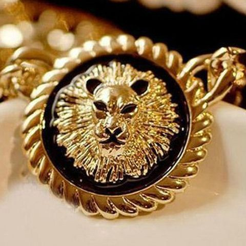 Lion Head Inlaid Round Pendant Necklace