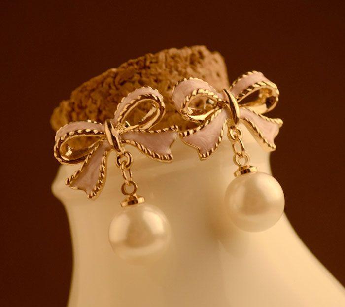 Pair of Alloy Bowknot Faux Pearl Pendant Earrings