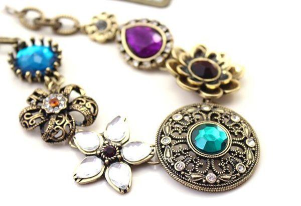 Vintage Flower Rhinestone Pendant Necklace
