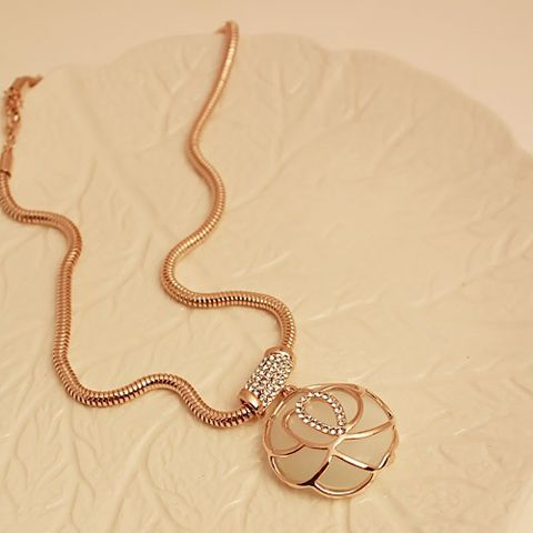 Hollow Out Rose Faux Opal Embellished Pendant Necklace