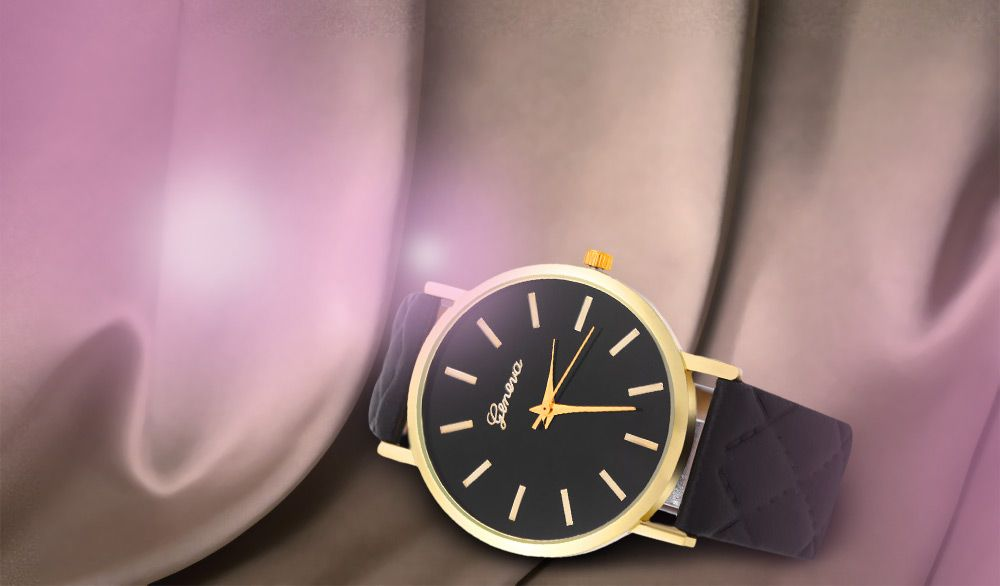 Women Quartz Watch Checks Leather Band Round Dial