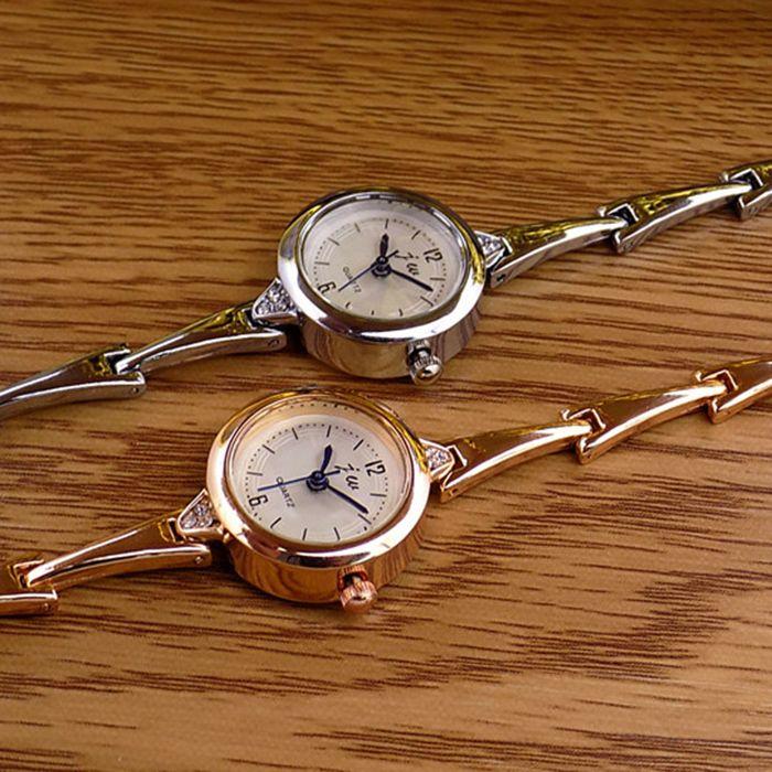 JW Analog Metallic Bracelet Watch