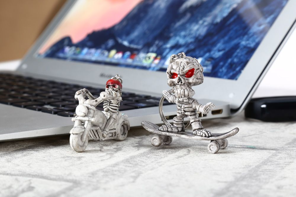 2pcs Creative Skull Shape Bulk Key Chain